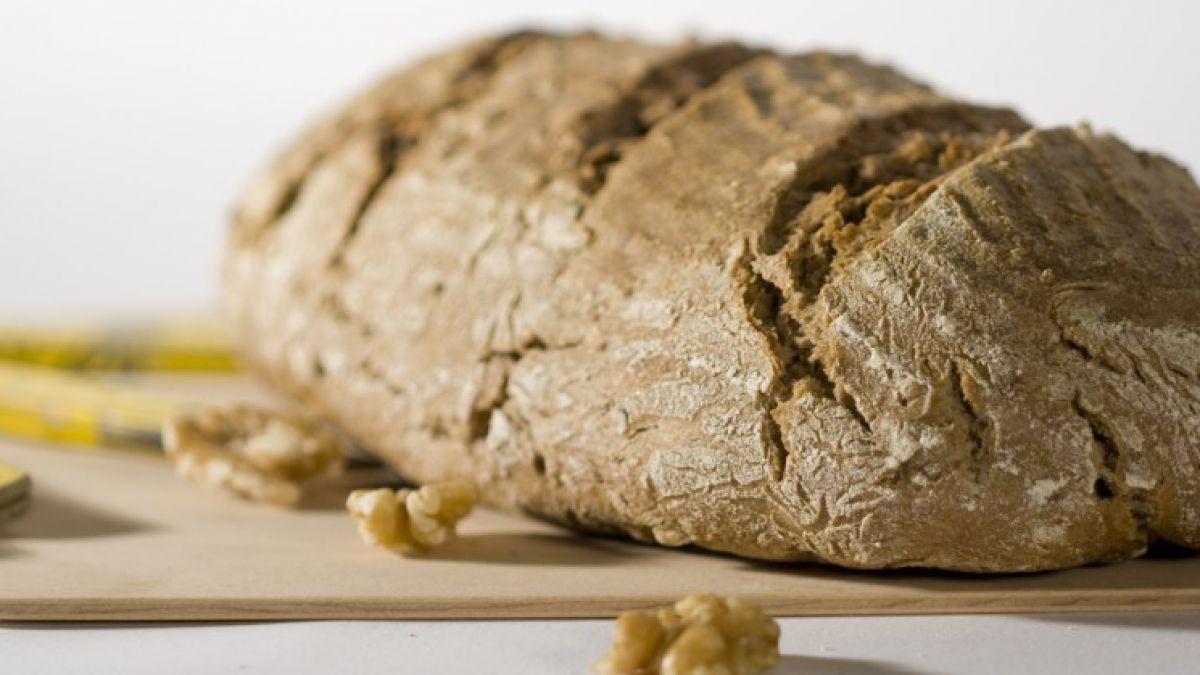 Brotlaib mit Nüssen