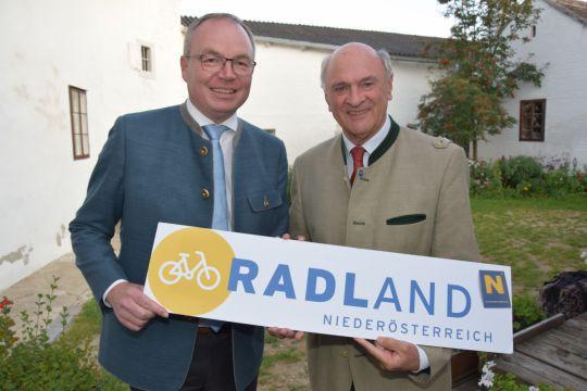 (v.l.n.r.): Landeshauptmann a.D. und Gründer der Initiative RADLand Niederösterreich Dr. Erwin Pröll und LH-Stellvertreter Dr. Stephan Pernkopf